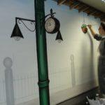 Raumfüllend: Bahnhof - gemalt von Sr. Katharina Franz